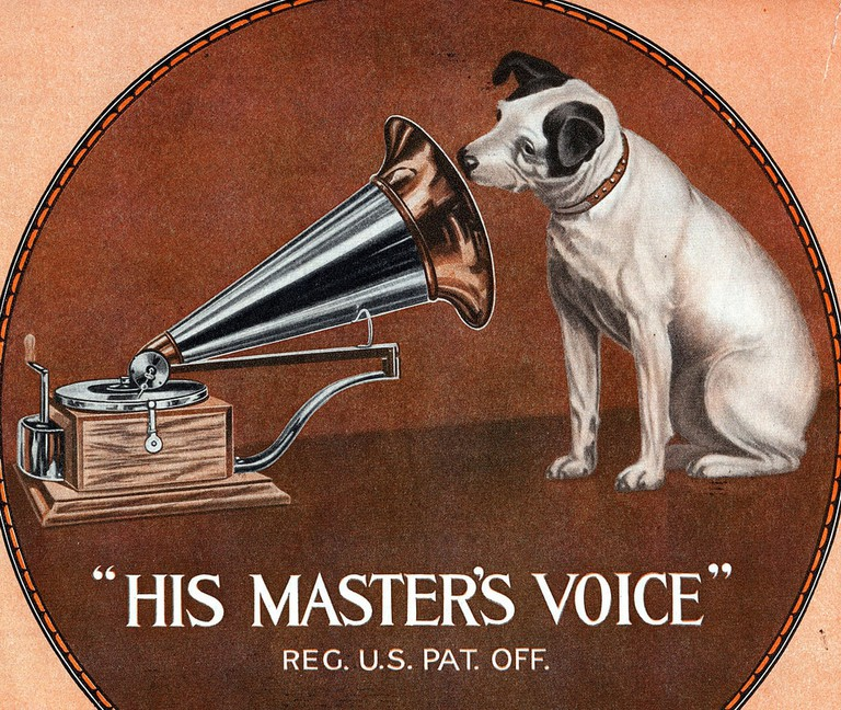 The Victor Talking Machine Co. logo, featuring Nipper the dog