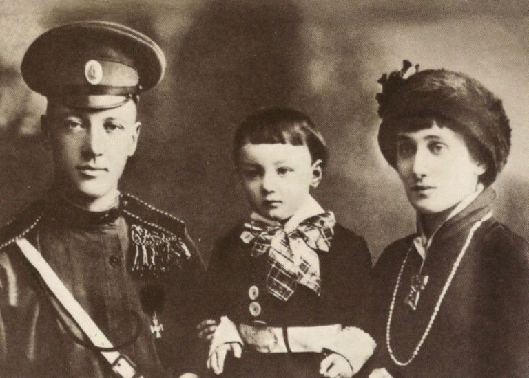 Gumilev and Akhmatova with their son