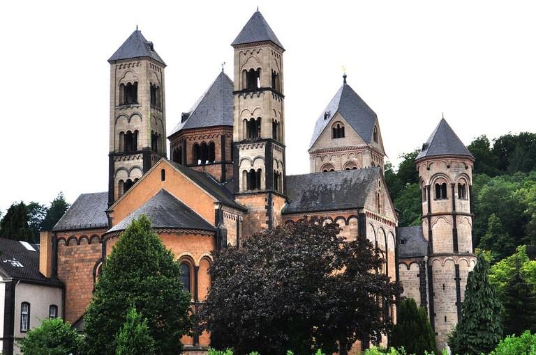 benedictine-abbey-of-maria-laach-270392_960_720