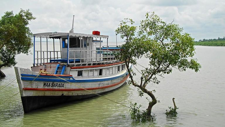 Boat at Sundarbans Joydeep WikiCommons