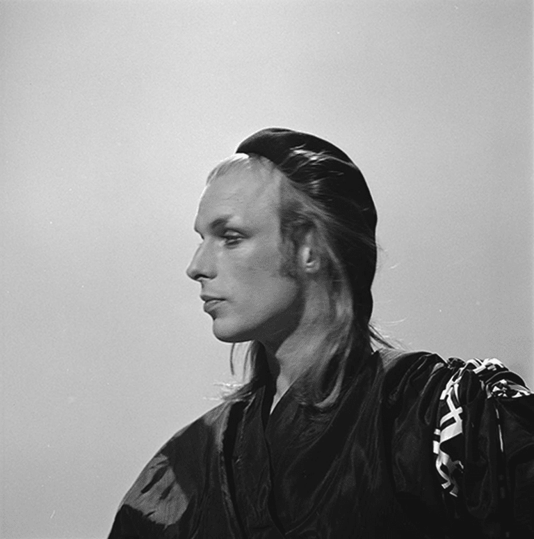 Brian_Eno_-_TopPop_1974_05