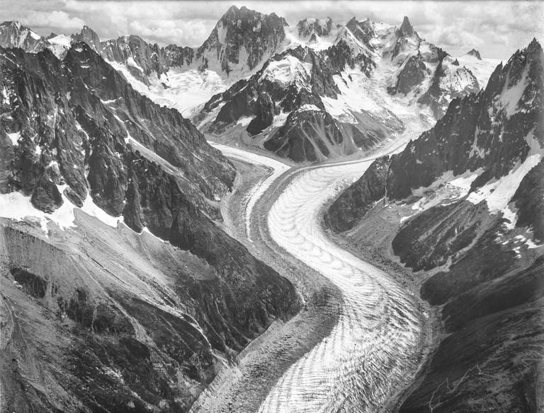 CH-NB_-_Gletscher_Mer_de_Glace,_Mont-Blanc-Gruppe_-_Eduard_Spelterini_-_EAD-WEHR-32071-B-min
