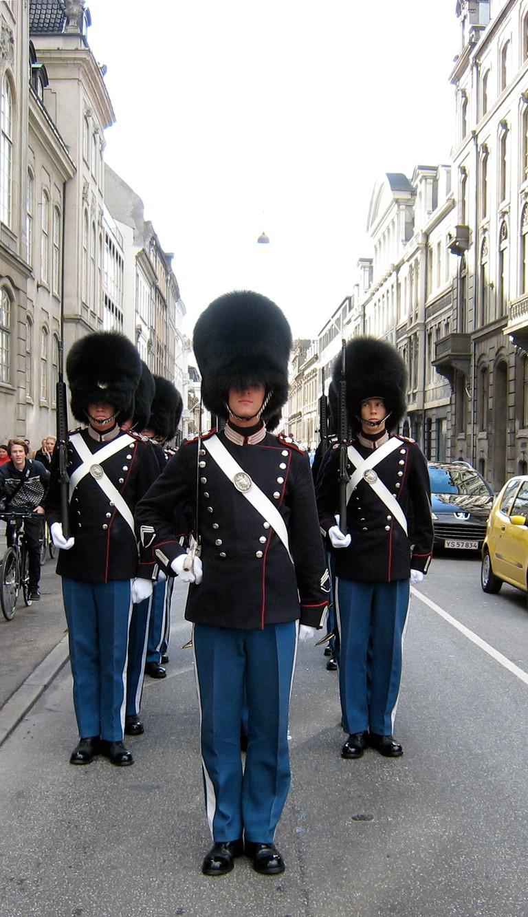 Copenhagen_royal_guard_change guard ceremony amalienborg