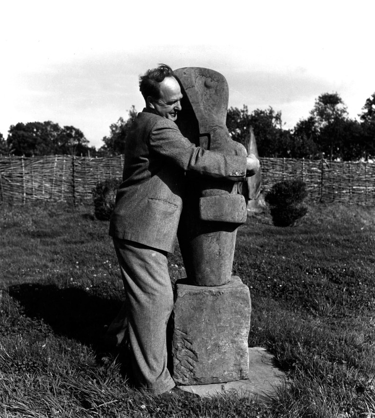 Copyright_LeeMillerArchives_Henry_Moore_with_his_sculpture_'Mother_and_Child'_East_Sussex_England_1953