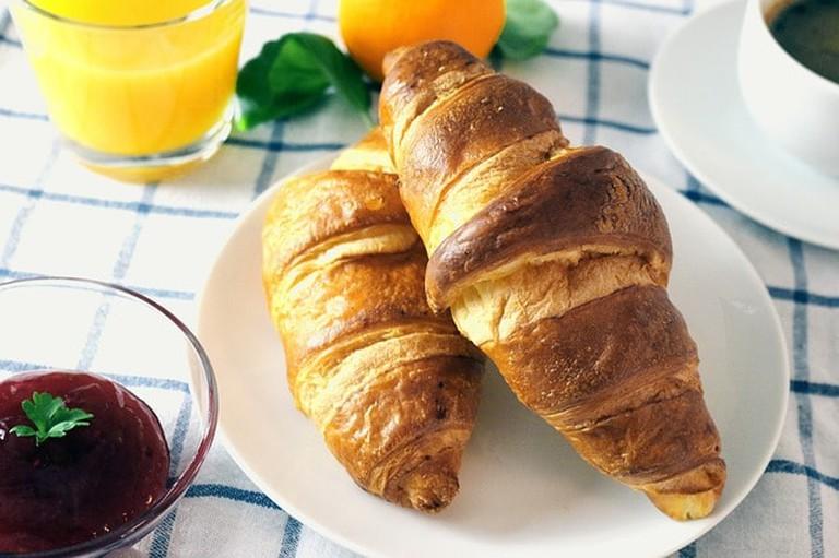 croissants-569074_640