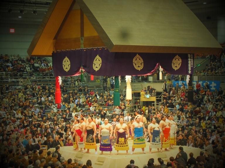 sumo_wrestler_fight_osaka_tournament