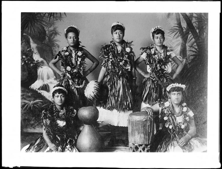 Group of native Hawaiian hula dancing girls and musicians, Hawaii, 1907