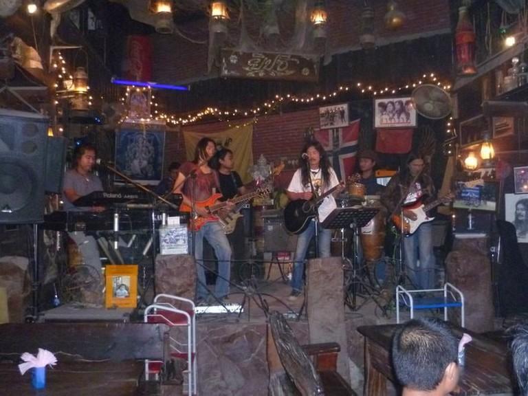 Band playing in Singburi's Yipzee Bar