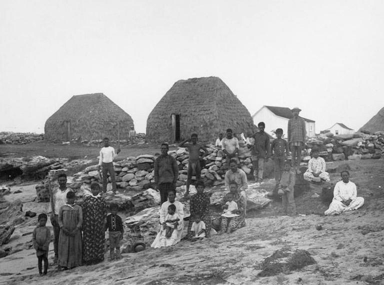 Hawaiian_Islands,_Hale,_Niihau,_1885,_taken_by_Francis_Sinclair (1)