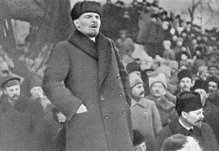 Many people traveled to pay their respects after Lenin's death