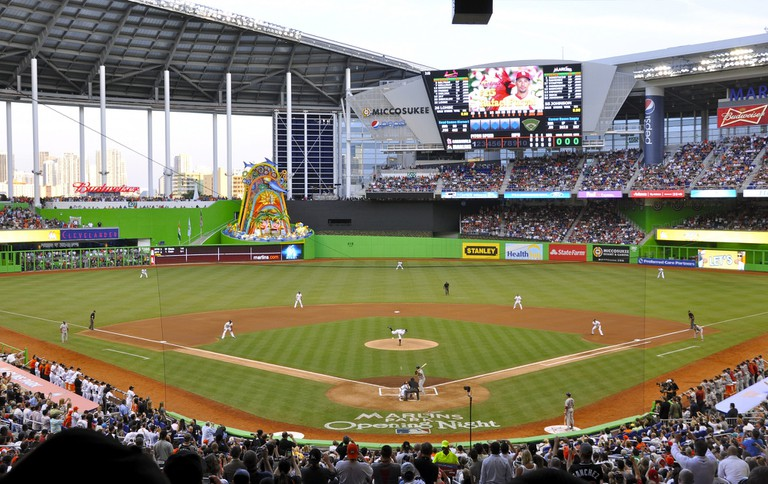Marlins_First_Pitch_at_Marlins_Park,_April_4,_2012_(cropped)