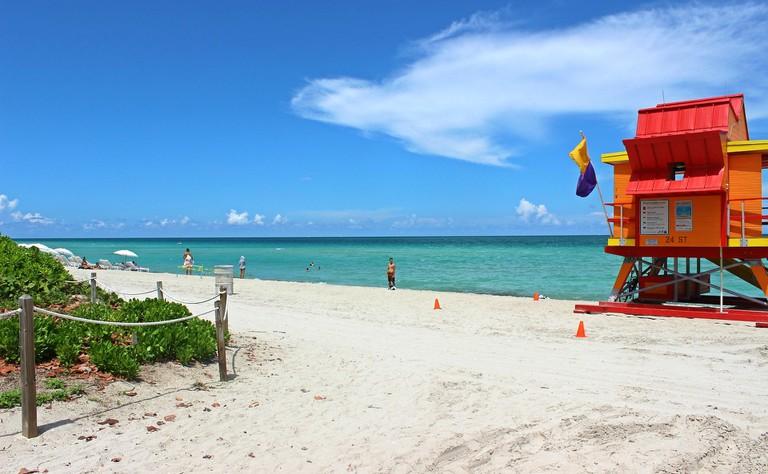 miami-beach-2495884_1920