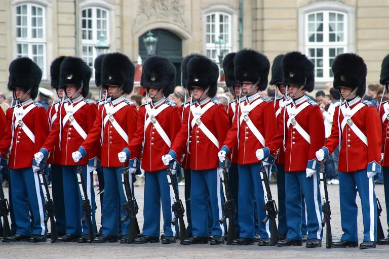 royal guard copenhagen amalienborg ceremony