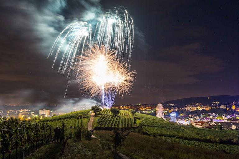 Pfalz Deutsche Weinstraße Bad Dürkheim Wurstmarkt Feuerwerk mit Weinberg gold und silber