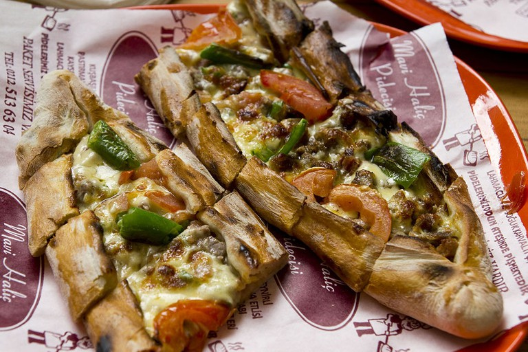 A Turkish pide, very similar to the Greek peinirli