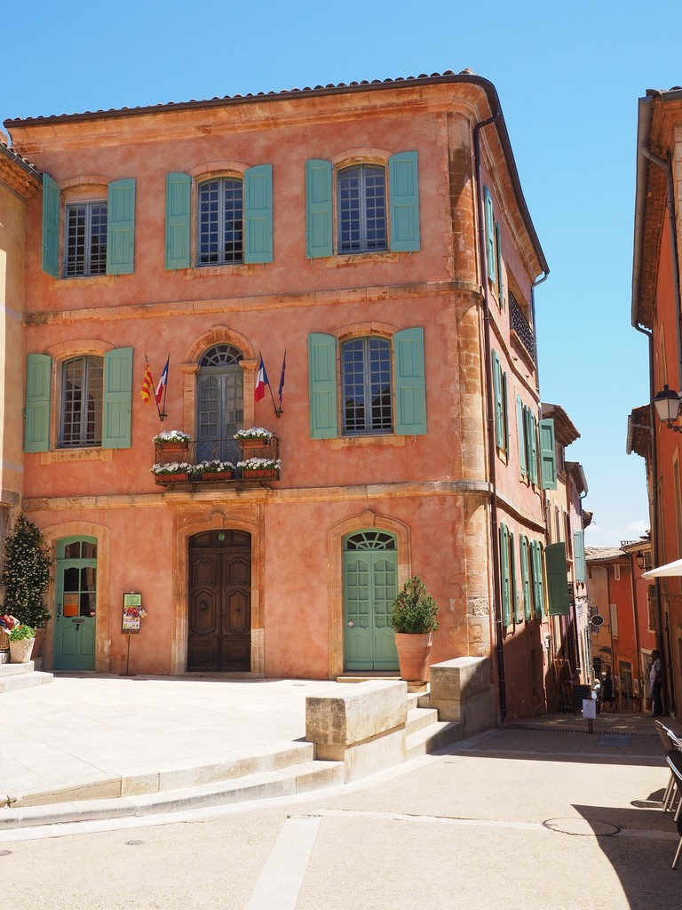 https://pixabay.com/en/roussillon-community-village-1521764/