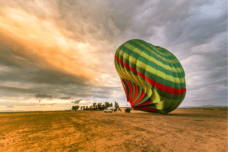 The hot air balloon landing