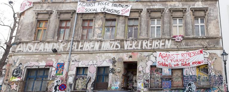 Ex- squat not refurbished in the Linien Strasse in Berlin | © hinterhof/Shutterstock