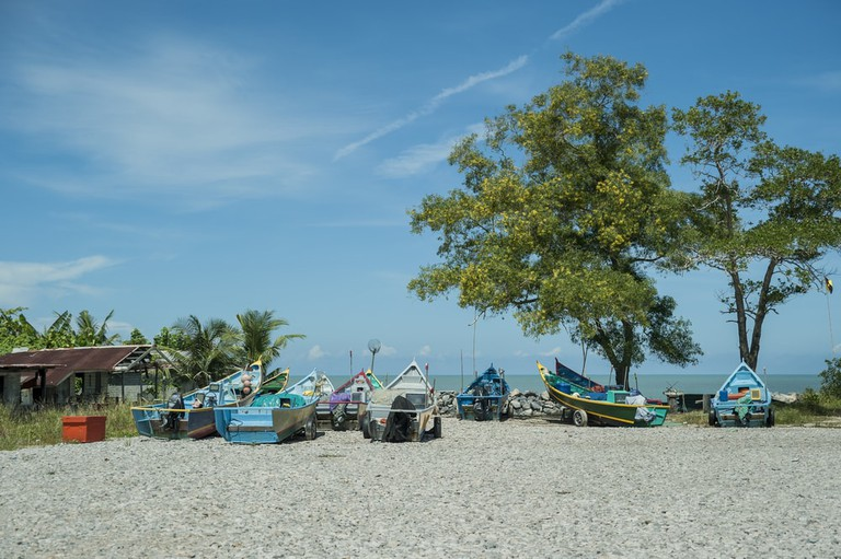 Luak Bay is a popular spot for locals to come for picnics | © Jaybie250/Shutterstock