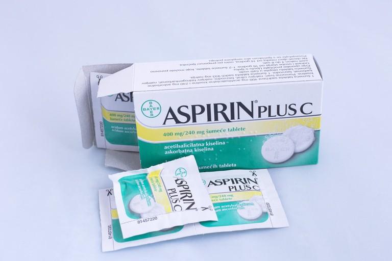 Aspirin plus c | © ninopavisic/Shutterstock