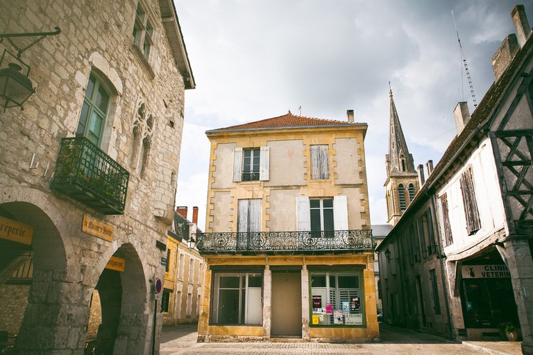 View of the center in Eymet, France | © Kelsey Hayne/Shutterstock