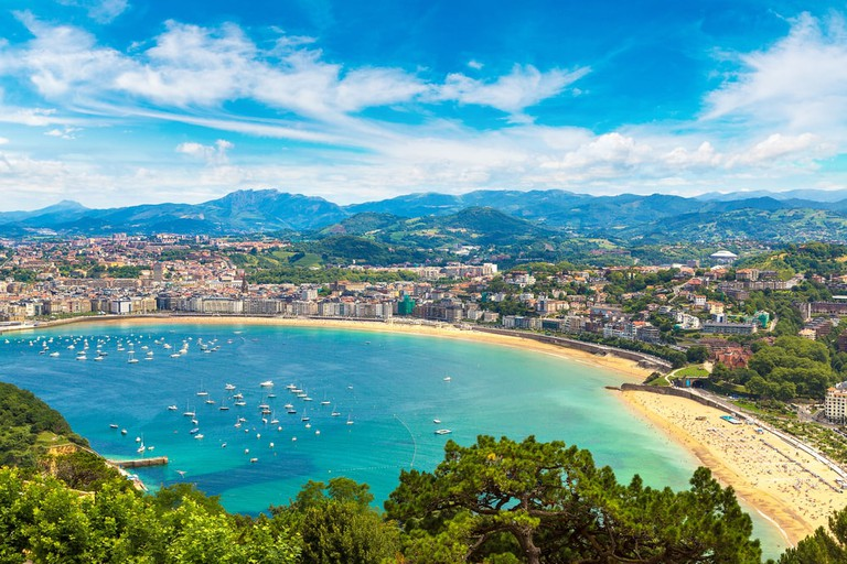 Panoramic aerial view of San Sebastián, Spain | © S-F / Shutterstock
