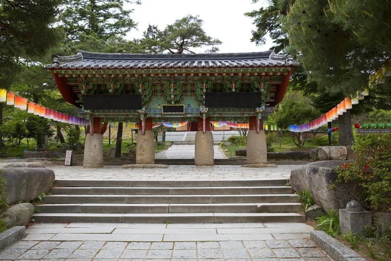 Beomeosa Temple Gate, South Korea | © Galina Savina/Shutterstock