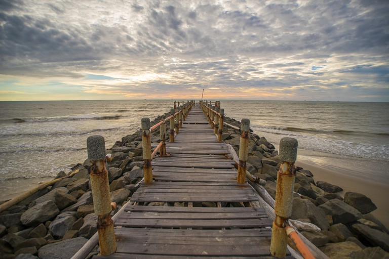 Catch the best view of the sunset in Tanjung Lobang | ©Jasni/Shutterstock