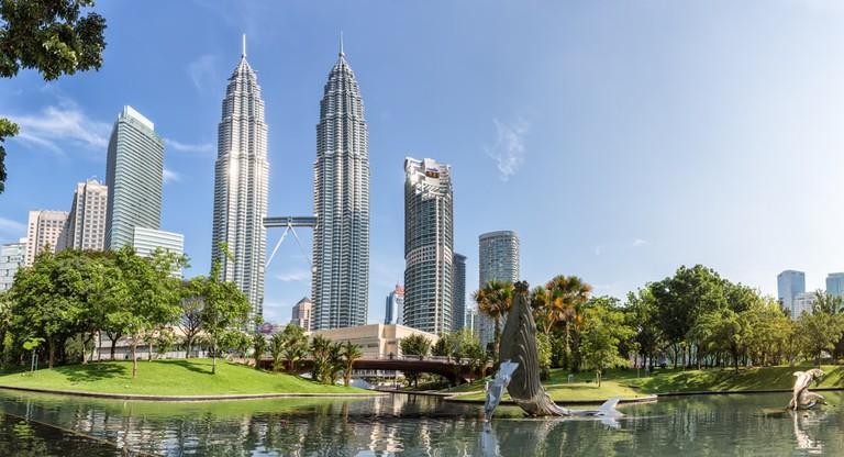 Petronas Twin towers panorama, Kuala Lumpur | © Zhukova Valentyna/Shutterstock