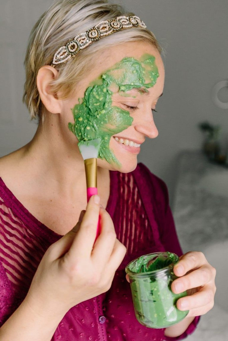 https://helloglow.co/best-homemade-avocado-face-mask/