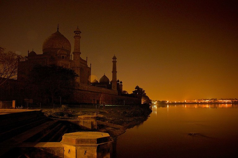 Taj mahal from yamuna.v1