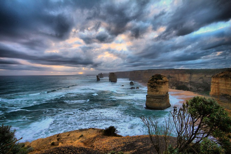 The 12 Apostles on the Great Ocean Road © Shubham/Flickr