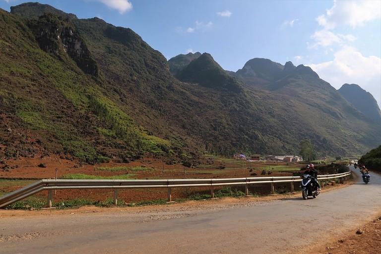 The bottom of the pass toward Meo Vac | Sam Roth