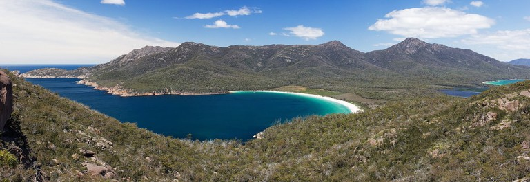 Wineglass Bay, Freycinet Peninsula in Tasmania, Australia