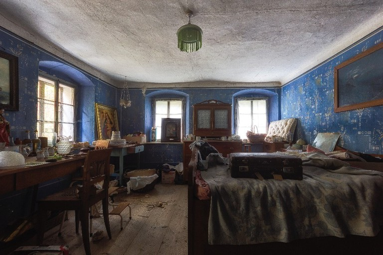 The bedroom of an abandoned house in Austria