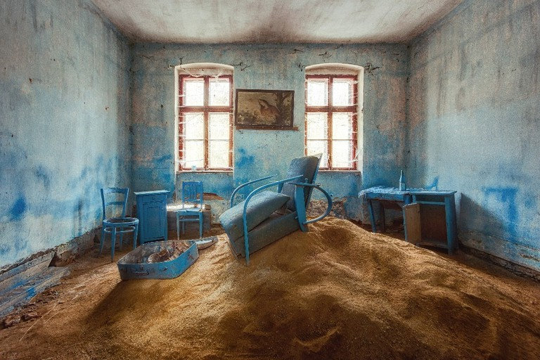 A particularly strange scene found in an abandoned house