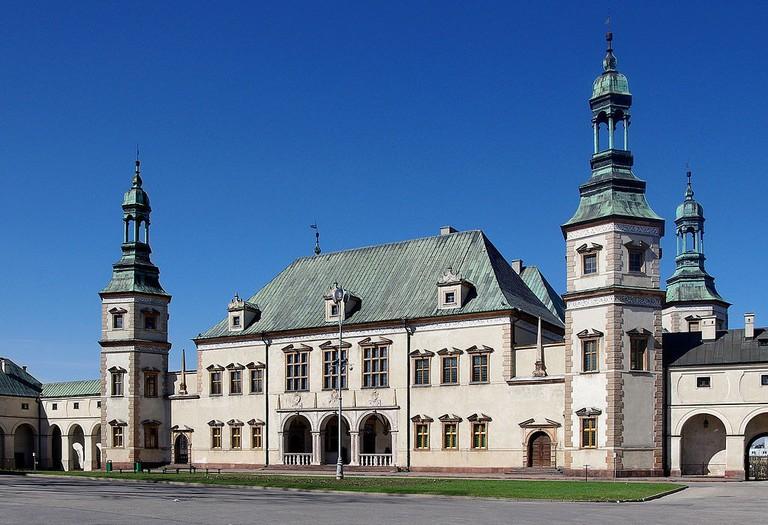 1024px-20130421_Kielce_Palac_Biskupow_Krakowskich_3127