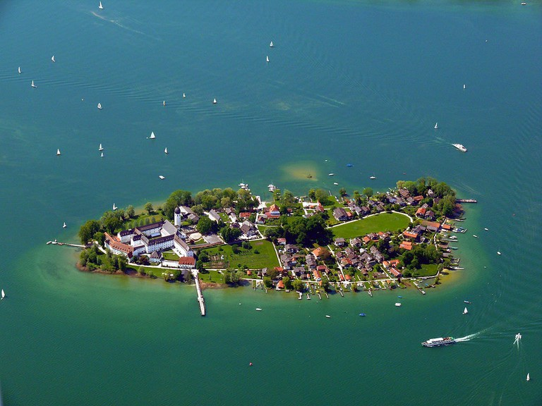 1024px-Chiemsee_Fraueninsel