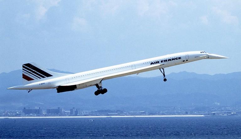 1024px-Concorde_1_94-9-5_kix_(cropped)