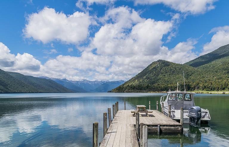 1024px-Lake_Rotoroa_03