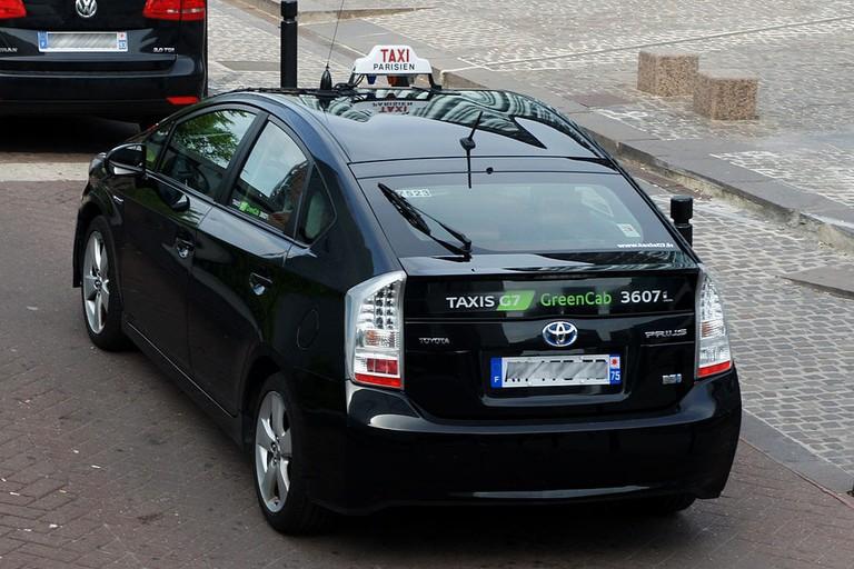 1024px-Paris_06_2012_hybrid_taxi_3246