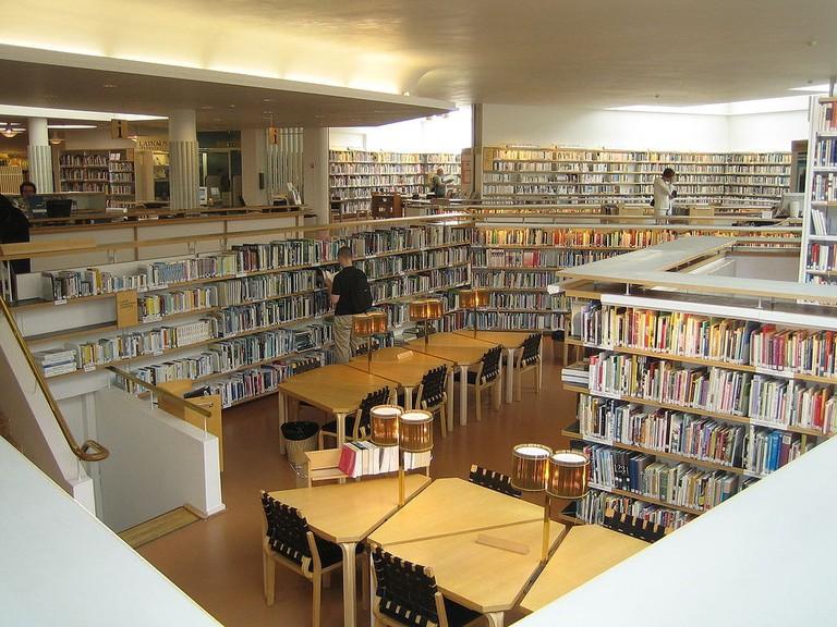 1024px-Rovaniemen_kaupunginkirjasto_Lapin_maakuntakirjasto
