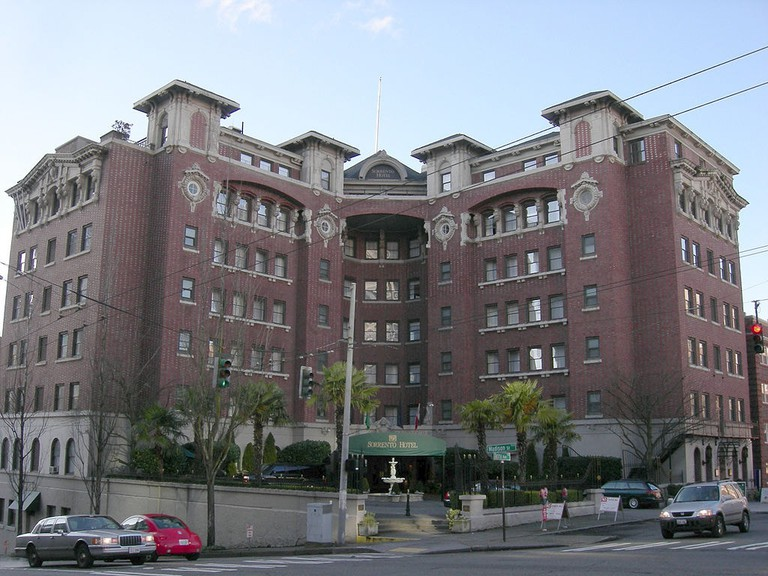 1024px-Seattle_-_Sorrento_Hotel_04A
