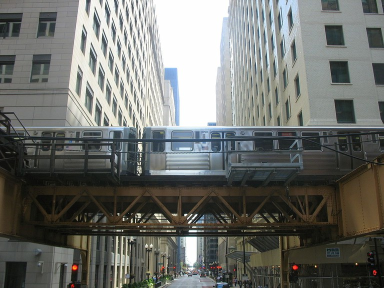1200px-Chicago_L_in_the_Loop