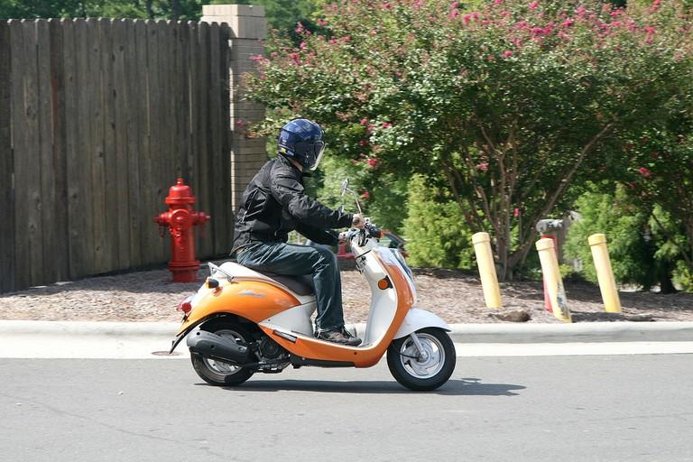 SYM_Mio_scooter