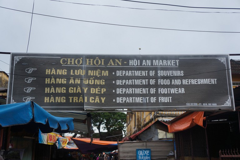Sign in Hoi An, Vietnam with English and Vietnamese