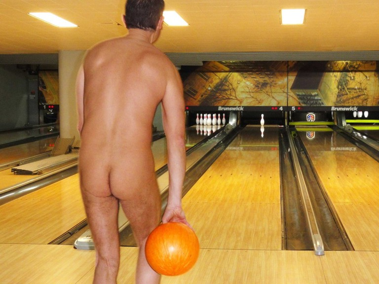 Nude bowling with The Naturist Association in Paris