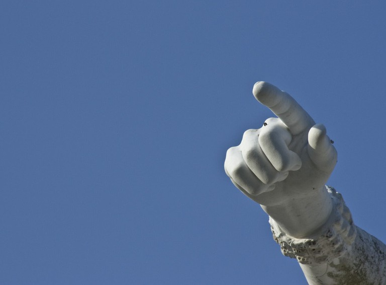 Pointing_Statue