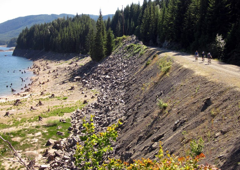 John Wayne Pioneer Trail at Keechelus Lake