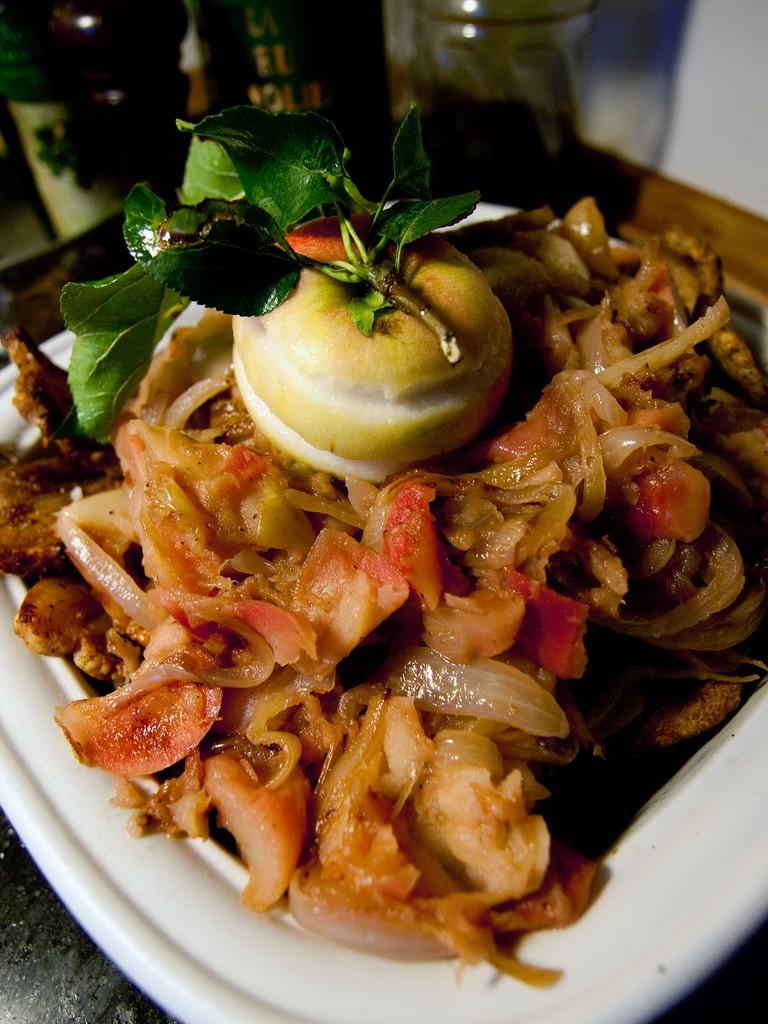 Danish apple-pork dish æbleflæsk
